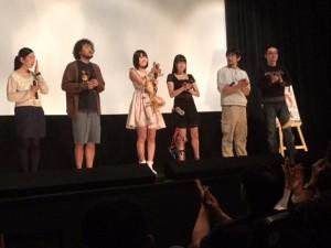 「犯る男」の舞台挨拶。左から和田光沙さん、川瀬陽太さん、朝倉ことみさん、涼川絢音さん、特殊メイクの土肥良成さん、山内大輔監督