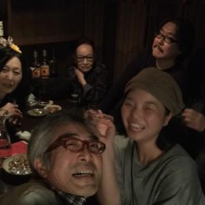 10月29日、「銀河系」で。後列左から伊藤清美さん、国映の佐藤さん、鎌田監督、前列左はいまおか監督
