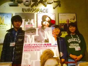 映画祭代表の足寄町出身・丸山雄也さん(左)と学生スタッフ