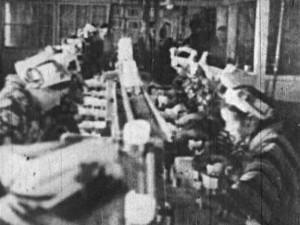 11_缶詰の製造_女工