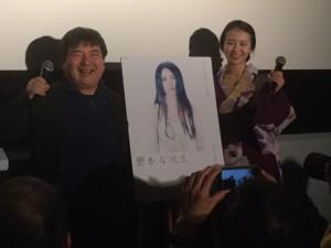 楽しいトークを展開した井口昇監督(左)と着物姿の村田唯さん